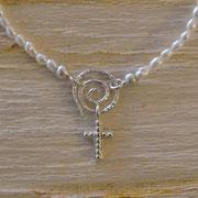 Silber-Spiralverschluss mit eingehängtem Kreuz