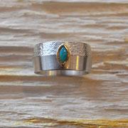 Silberring mit Opal in goldener Fassung