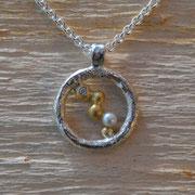 Silberanhänger mit Goldkugeln, Brillant und Perle