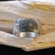 Silberring mit eigenem gelaserten Fingerabdruck
