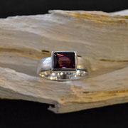 Silberring mit Rhodolith