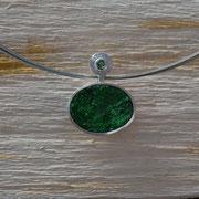 Silberanhänger mit Uwarowit und Smaragd