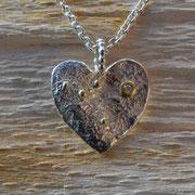 silbernes Herz mit in Gold gefasstem Brillant
