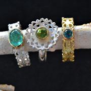 filigrane Ringe in Silber und Gelbgold, hier mit Turmalinen und Peridot