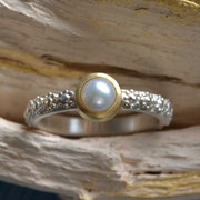 Silberring mit Perle in Goldfassung