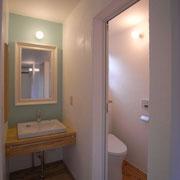 2階洗面所とトイレ