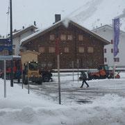 Weihnachtsmarkthütten Transport nach Zürs, Weihnachtsmarkt