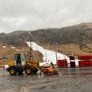Skiweltcup: Kehrarbeiten mit Lader 509