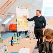 An einem Workshop (2019)