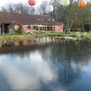 Der Teich wirkt so viel grösser als im Sommer