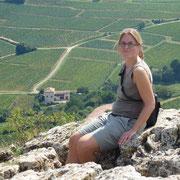 Rebekka auf dem Gipfel des Roche de Solutré