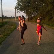 Barbara und Zora machen Kung Fu