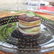 Red Tower (Rote Beete, Tofu, Avocadocrème) - Vorspeise beim zweiten veganen Abendessen