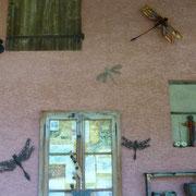 Neue Libellen kommen an die Wand