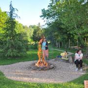 Verbrennen von Totholz macht Spass