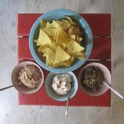 Aperitif mit Tacos und dreierlei Saucen