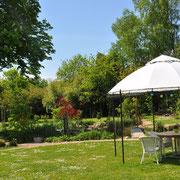 Der neue Mittelpunkt im Garten - Sitzplatz unter dem Pavillon