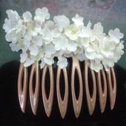 flores de tela en color blanco.