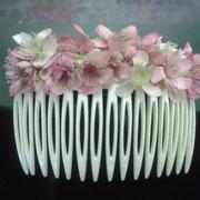 flores secas en rosa pastel.