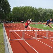Beim 80m Hürden-Lauf - der Sieg ist nah