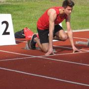 Startvorbereitung für den 110m Hürden-Lauf