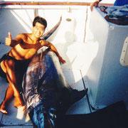 250kgのカジキマグロを釣る ハワイ コナ島沖400km