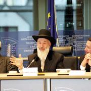 EU-Kommissar Jan Truszcynski (l.) , Obberrabbiner Yona Metzger und Rabbiner Yitzchak Y. Schochet.   Foto: Alexander Beygang