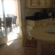 cuisine avec l'accès de terrasses et la vue fantastique