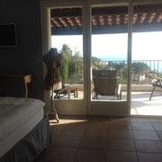 balcon du sud meublé, couvert, vue mer très belle (mieux qu'en photo!)