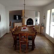 regard de la cuisine par la salle à manger en direction de salon, table 280x100 cm