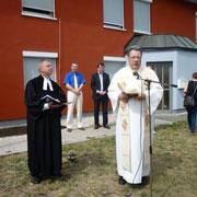 Der Spielplatz erhielt den ökumenischen Segen von Pfarrer Höfer, St. Heinrich, und Pfarrer Buchstätt, Auferstehungskirche