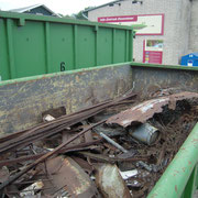 Am sChluß wurden Metall und Restmüll in getrennte Container entsorgt. Hier der Metallschrott.