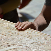 Shiraz, Besucherin am Grab des Dichters Hafis