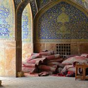 Isfahan, Große Moschee, Warten auf das Freitagsgebet