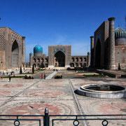 Samarkand, Registan - dieser Platz mit zwei Medresen und einer Moschee gilt  weltweit als einzigartiges Ensemble islamischer  Baukunst.