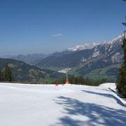 am Berg skifahren, im Tal schwimmen