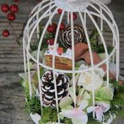 プリザーブドや造花などをあしらった鳥かごアレンジメント。クリスマスまではもちろんその後も色々と楽しめます。