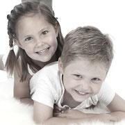 Samen met kinderen op de foto, fotoshoot gezin, familie fotoshoot, Familiefotograaf Breda | Fotoshoot, familie, Familie fotograaf, Zelf een familie fotoshoot? , Familiefotografie, Een stoer familie portret van deze familie, familiefotografie, groepsfoto,