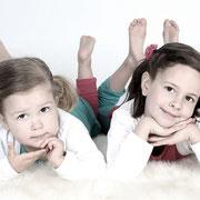 fotostudio, gezinsfoto, gezinsfotografie, groepsfoto, familiefoto, familiefotografie, familieportret, fotograaf, gezin,Samen met kinderen op de foto, fotoshoot gezin,