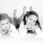 Uw familiefoto's zijn een blijvende herinnering aan de overgetelijke familieshoot, Samen met kinderen op de foto, fotoshoot gezin,Een professionele fotoshoot voor het hele gezin