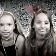 Familieshoot, Fotofeestje bij familie, fotostudio, oosterhourt, regio, Fotofeestje! , Uniek kinderfeestje , Fotoshoot Feestje, Uitnodiging Verjaardagsfeest uitnodigingen, party, vrouw, meiden, meisje, glitters, glamour, blingbling, paars