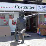 Statue de bronze de William Spears située sur la place du marché de Eyemouth