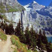 Sicht auf Fründenschnur, Fründenhorn. Rechts davon in der breiten Einsattelung der waagr. Absatz, auf dem sich die Fründenhütte befindet.