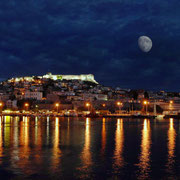 Kavala by night (source: www.greekcruise.gr)