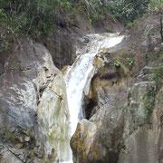 Cascade de Nam Tok Tohn Sai