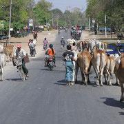 Hier sind wir auf Burmas Strassen, bunt und abwechslungsreich