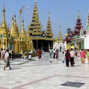 Die Schwedagon-Pagode in der Hauptstadt Rangun ist vielleicht das wertvollste religiöse Heiligtum im Buddhismus.