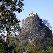 Tempelanlage an exponierter Stelle.