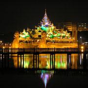 Nacht in Rangun.