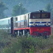 Expresszug von Rangun in Richtung Mandalay.